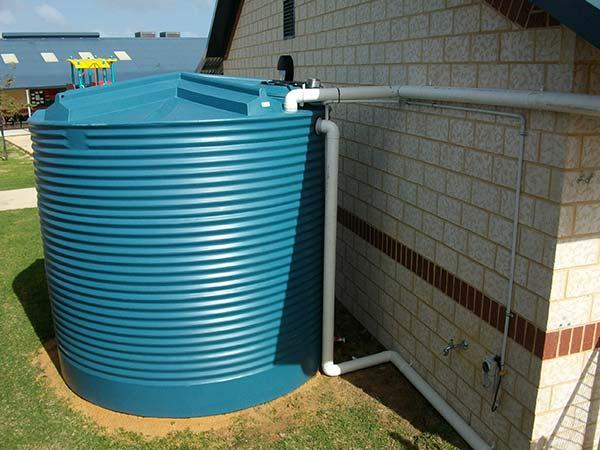 Depósitos de agua para bajantes y canalones
