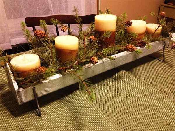 centro de mesa con canalón y velas
