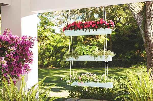 canalones reciclados como jardineras colgantes