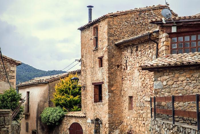 Casa rural con sistema de canalones